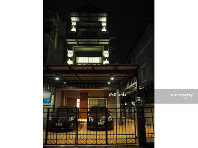 For Sale - 4289 ทาวน์โฮม กึ่ง ออฟฟิศ 3 ชั้น Renovate หรู ทั้งหลัง สไตลลอฟ ถ. สุขุมวิท 93 ซ. พึ่งมี 42 พื้นที่ 43. 5 พื้นที่ใช้สอย 250 ตร. ม. ย่านใจกลางเมือง ราคาถูกก. .6395