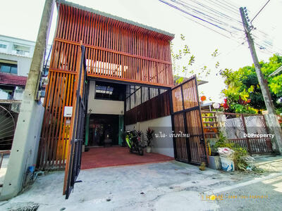 For Sale - CA0054 3-storey townhome for sale, near the city, 3 floors, 2 bedrooms, 3 bathrooms, usable area of 248 square meters.