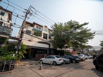 For Sale - Great Price 84 Sq. W 4-Storey Office Building for SALE at Town in Town Sriwara Road! Total Usage Space 700 Sq. m! !