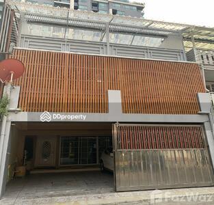 ขาย - ขาย ทาวน์เฮ้าส์ 5 ห้องนอน ใน คลองตันเหนือ, กรุงเทพมหานคร