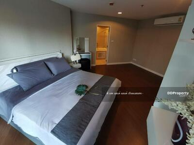 For Rent - ((For Rent)) Belle Grand Rama 9 Size 210 sq m, 5 bedrooms, fully furnished and electrical appliances. Rental price is only 100, 000, ready to move in.