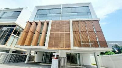 For Rent - For rent, Home Office, The Quartier, Ratchada 32 Business, 6-storey penthouse, luxury level in Soi Ratchadaphisek 36, intersection 19-1, Chatuchak district, luxury with parking, convenient transportation.