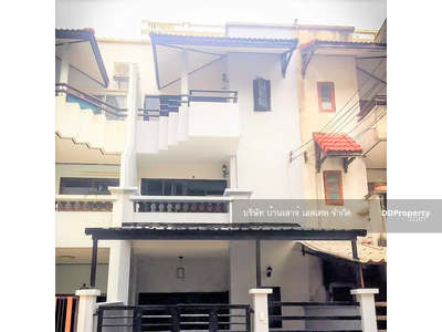 For Rent - Rent a new renovated townhouse or home office 3 floors, Soi Phahon Yothin 26, size 22 square meters, 4 bedrooms, 3 bathrooms, parking space, Bts Phaholyothin 24, near the expressway.