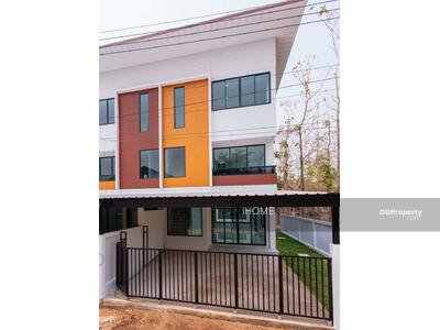 ขาย - CH0130  ขายทาวน์โฮมสามชั้น    ใกล้เมือง มี 3 ห้องนอน 4 ห้องน้ำ 1 ห้องครัว 2 ที่จอดรถ พื้นที่ใช้สอยถึง  43. 2 ตรว.  ราคา 5. 04  ล้านบาท
