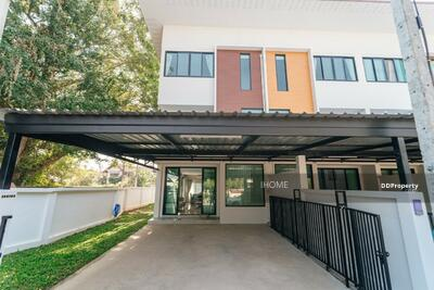 ขาย - CH0132  ขายทาวน์โฮมสามชั้น    ใกล้เมือง มี 3 ห้องนอน 4 ห้องน้ำ 1 ห้องครัว 2 ที่จอดรถ พื้นที่ใช้สอยถึง  27. 3 ตรว.  ราคา 4. 863  ล้านบาท