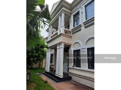 For Rent - 2 story house in compound for rent in Thonglor