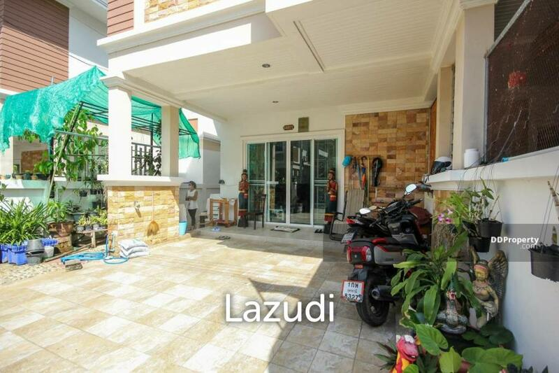 Lazudi Centrally Located 3 Bedroom Townhouse For Sale - Hua Hin Soi 88