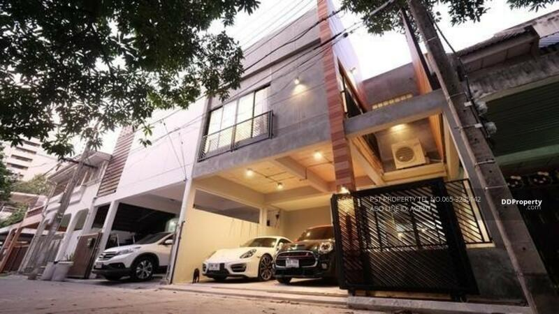 TOWNHOME IN PHROMPHONG #86597625