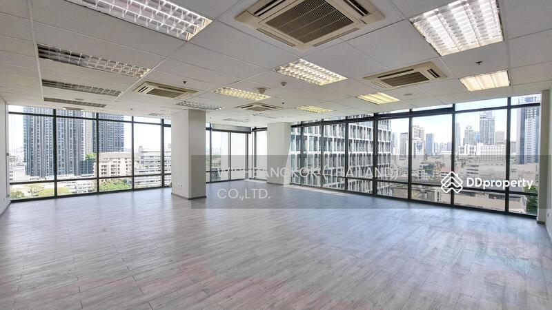 Office For rent in Ploenchit #86601769