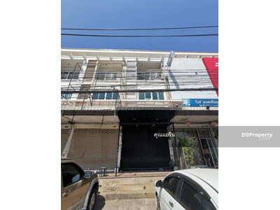 For Rent - 9AC0263  Commercial building three  story for rent with 3 bedrooms, 3 toilets and 1 kitchens. The land size is 20. 3  sq. wah. Near the city.