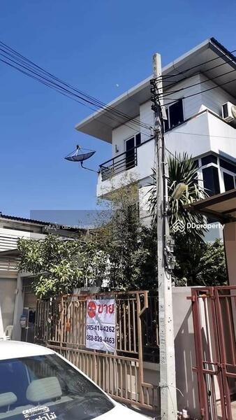 ขายบ้านเดี่ยว 3 ชั้น หลังมุม ถนนโชคชัย ซอย 52/1 #86797159