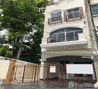 ให้เช่า - ทาวน์เฮ้าส์ให้เช่า 3 ห้องนอน ในโครงการ Baan Klang Muang The Paris Rama 9 - Ramkamhaeng