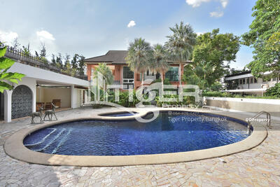 ให้เช่า - This fully furnished detached house is located within a quiet residential area with lots of green spaces.