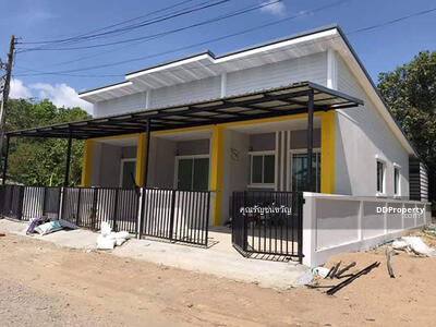 For Sale - CN0077 -A townhouse for sale with 2 bedrooms, 1  toilets and 1 kitchen.