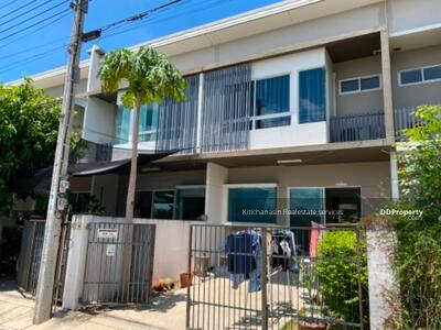 For Rent - Notify the code KRE-B954 Townhome Indie Village 2 Pracha Uthit 90, 2 bedrooms, 3 bathrooms, area 18 sq. w. 2 floors, rent 10, 000 baht @line: 0921807715 Khun Mew