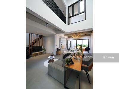 For Rent - Newly renovated double volume town house 225 sqm Sukhumvit prompong thonglorr