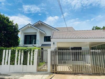 For Rent - To notify the KRE-B992 dety code with a garden near BTS Bearing, 2 bedrooms, 3 bathrooms, use 280 sq. m. 2 floors, rent 50, 000 baht @line: 0835029312 Khun Omelet