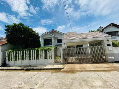 For Rent - To notify the KRE-B997 codes, twin house with garden, Sukhumvit 105, 2 bedrooms, 3 bathrooms, use only 280 sq. m. 2 floors, rent 50, 000 baht @line: 0807811871 Khun On