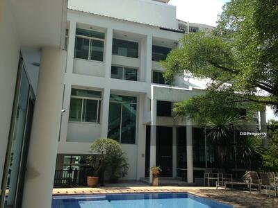 For Rent - Large 3-BR House near BTS Victory Monument | 6 Mo. Avl. (ID 214505)