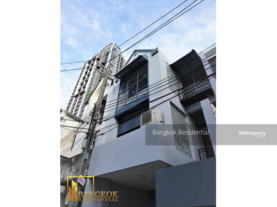 For Rent - 6 Bed Townhouse For Rent in Phra Khanong BR8688TH