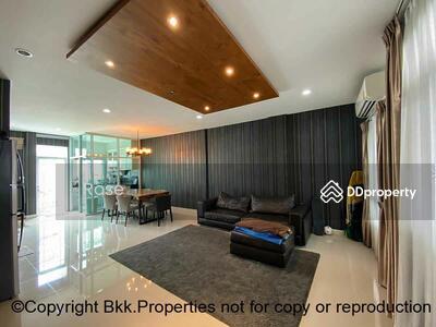 For Sale - Modern Townhouse Sukhumvit 62