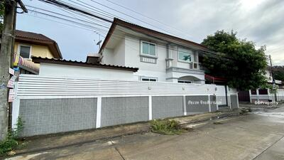 For Sale - House for sale: the corner house, already renovated, 6 bedrooms, good for both living and office, Serithai 25, near Nida - Ramkhamhaeng - Serithai intersection