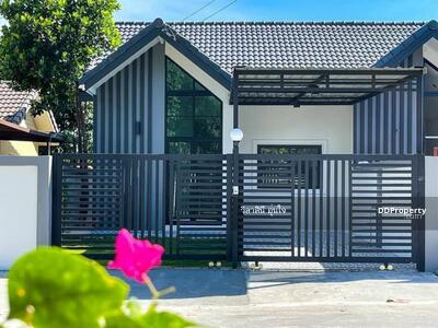 For Sale - Townhouse for Sale East Pattaya near Motorway 7-Nongplalai. 3 bedrooms size 30 sq wah(120 sq. m. )