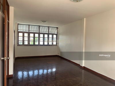 For Sale - Three Bed Townhouse for Sale in Phra Khanong MSP-38751