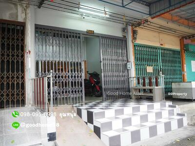 For Sale - commercial building, 3 and a half floors, Kitcharoen Village. next to Thonburi Court Road Beautifully decorated in townhome style. Lots of usable space