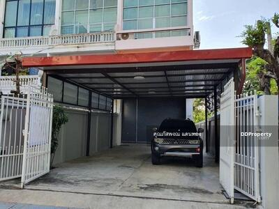 For Rent - Townhome for rent, 5 floors, behind the corner, Sukhumvit area, Punnawithi, Bang Chak, Phra Khanong district, near BTS Punnawithi 900 meters.