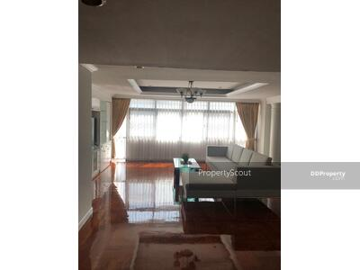 For Rent - Large 3-BR Condo at Mitr Mansion near BTS Asoke (ID 514946)