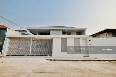 For Sale - House 2 floors for sale Located in  Soi Sukhumvit 71, land area 79