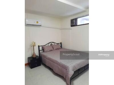For Rent - Charming 2-BR Condo at Unity Tower Condominium near BTS Udom Suk (ID 575788)